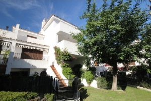Townhouse for sale in Estepona R2538341