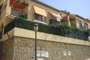 Townhouse for sale in Estepona R20295