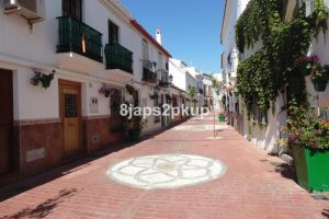 Townhouse for sale in Estepona R2255498
