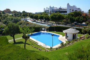 Townhouse for sale in Estepona R2216087