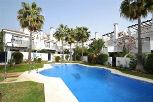 Townhouse for sale in Nueva Andalucía R2922296