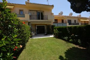 Townhouse for sale in Nueva Andalucía R2935784