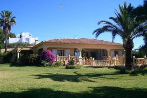 Villa for sale in El Paraiso R882123
