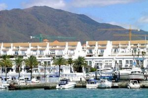 Townhouse for sale in Estepona R2438954