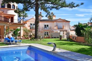 Townhouse for sale in Estepona R2860682